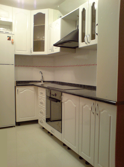 белая угловая кухня Крым на заказ
