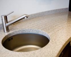 кухонная столешница из искусственного камня Левадия